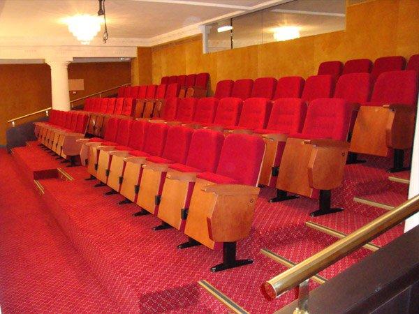 Instalación de butacas para teatros - DecoratelESPAÑA