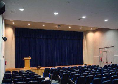 Instalación de telones para salones de actos - DecoratelESPAÑA